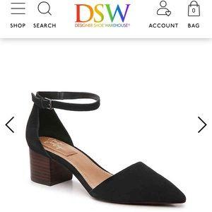 Trendy pointed heels 🖤